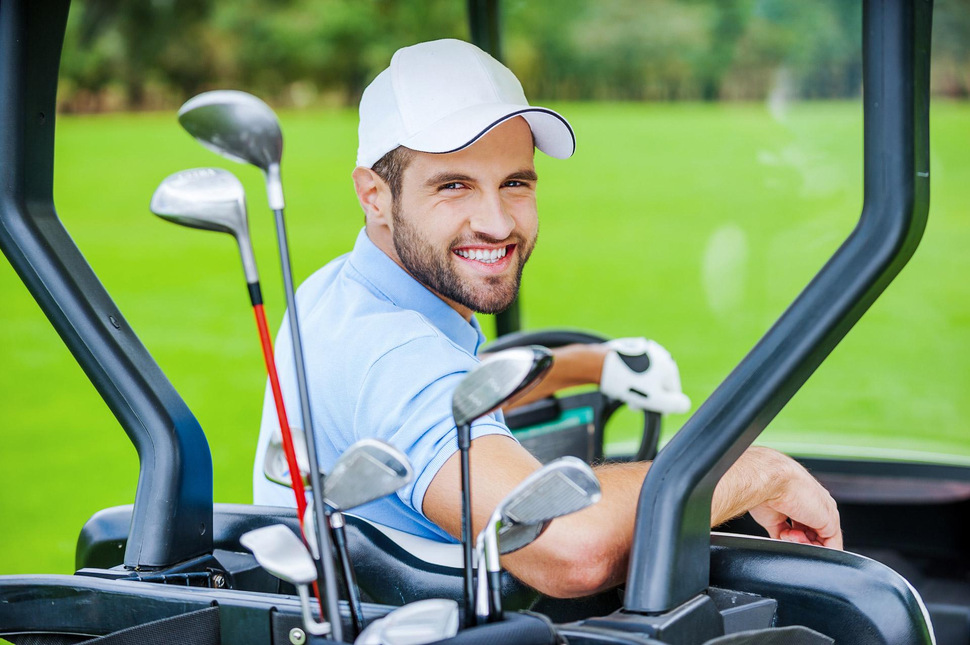 golfer-in-golf-cart-3GUFG5B